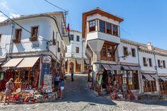 Albanie -- Le bazar de Gjirokaster Site Classé, Destinations, Excursion, Parc National, Road Trip, Places To Visit, Street View, Travel, Ancient Ruins