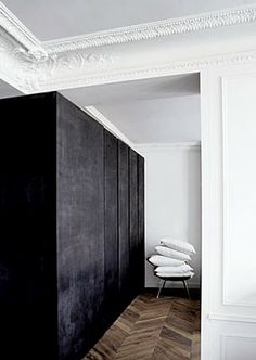 moulding + black & white
