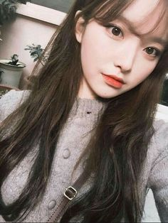 Long hair korean style inspirational sleek and long baby doll hair Mode Ulzzang, Ulzzang Hair, Ulzzang Korean Girl, Cute Korean Girl, Asian Girl, Ulzzang Girl Selca, Baby Doll Hair, Holiday Hairstyles, Grunge Girl