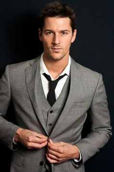 Gray suit with vest and black tie #Style