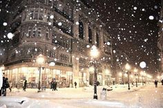 I'm praying for snow this winter since last year was a disappointment.just looking at this picture makes me happy! Winter is the best! Winter Szenen, I Love Winter, Winter Magic, Winter Christmas, Christmas Lights, Christmas Time, Christmas Outfits, Christmas Scenes, Christmas Greetings
