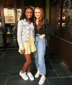 sadie sink 2019 with fans Oufits Casual, Casual Outfits, Architecture Design, Stranger Things 3, Sadie Sink, Badass Women, Millie Bobby Brown, Indie Fashion, Celebs