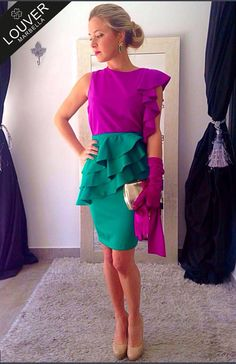 Buenas tardes! Se va acercando la primavera y con ella los colores más alegres y vivos,,, y que mejor manera que un contraste de color muy Louver.... Nuestra blusa Begoña en buganvilla con falda Margarita en verde esmeralda.  Disponible en nuestro showroom  #louvermarbella#putfit#look#flda#blusabegoña#buganvilla#verde#guantes#invitada#primavera#moda#mode#fashion#showroom#pretty#marbella#malaga#