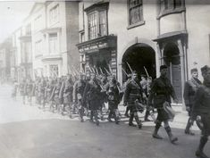 5th Seaford Highlanders leaving Bedford for France