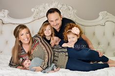 family with newborn, newborn photo session with family, family of 5 posing