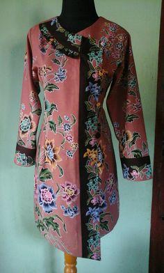 Batik Blazer, Blouse Batik, Batik Dress, Batik Fashion, Abaya Fashion, Modest Fashion, Fashion Dresses, Myanmar Traditional Dress, Traditional Dresses
