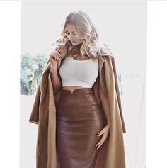 Long brown leather pencil skirt with cashmere overcoat. Fashion Mode, Fashion Killa, Womens Fashion, Fashion Trends, Street Fashion, Crop Top Blanc, Natalie Halcro, Vetements Clothing, Leather Fashion