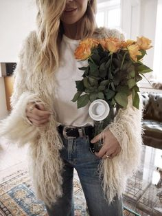 A fuzzy sweater is a winter wardrobe staple. Whether it be a pink fuzzy sweater or a fuzzy cropped sweater, fuzzy sweaters in general are winter must-haves! Sweater Outfits, Cute Outfits, Outfits 2016, Stylish Outfits, Fall Outfits, Isabella Thordsen, Look Street Style, Boutique Fashion, Look Girl