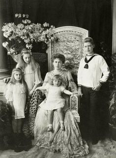Crown Princess (later Queen) Marie of Romania and her 4 eldest children. From left, Princess Marie (later Queen of Yugoslavia), Princess Elisabeth (later Queen of Greece), Prince Nicholas, and Prince Carol (later King Carol II). Victoria And Albert, Queen Victoria, Queen Mary, King Queen, Romanian Royal Family, Romanian Girls, Royal House, Royal Jewels, Royal Weddings
