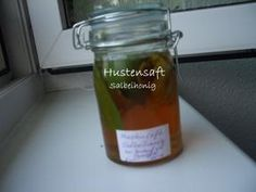 Das perfekte Salbeihonig als Hustensaft-Rezept mit Bild und einfacher Schritt-f… The perfect sage honey as a cough syrup recipe with picture and simple step-by-step instructions: wash the lemon and with the sparschäler the … Flu Remedies, Herbal Remedies, Health Remedies, Natural Remedies, Easy Drink Recipes, Herb Recipes, Cooking Recipes, Cough Syrup, Food Club