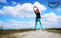 In diesem kurzen Videokurs zeige ich dir, wie du rucki zucki eine Legings OHNE #Innenbeinnaht machen kannst. Ja, richtig gelesen...OHNE Innenbeinnaht.Das ist im Prinzip total einfach und gerade für Frauen mit stärkeren Oberschenkeln wird dieser super Tipp eine Erlösung im Bereich eng anliegende Hosen / Leggings sein.    #Hose #HoseohneInnenbeinnaht #kostenlos #Leggings #schnittmuster #leggingslover #straightlegs #gymstyle #womenstyle #yoga #streching #kaidsoonlinekurse Yoga, Super, Videos, Leggings, Thigh, Legs, Sewing Patterns, Simple, Woman