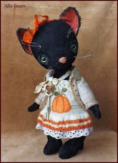Welcome to my Old toy shop,    My Pumpkin  cat  I would like for you to meet my new creation,  My Pumpkin  sweet cat . Hand made by me with my original custom made patterns this baby is truly one of a kind. Completely hand sewn, Vintage inspired , made to look like an old loved toy. Made with a lot of attention to details , little cat is about 10  inch tall (25 cm) , fully jointed , can be posed any way you would like. She is very cozy in her warm soft handmade dress with pumpkin applique…