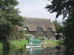 The Granary Barn, Flatford Mill, Dedham Vale, Suffolk, England Oh The Places You'll Go, Places To Visit, Live In The Now, Lake Michigan, British Isles, Cottage, Norfolk, Wonderful Places, Countryside