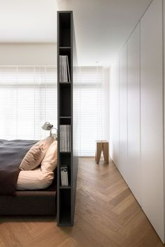 Living ideas bedroom - use the space behind the bed- Wohnideen Schlafzimmer – den Platz hinterm Bett verwerten small modern bedroom with gray partition as bookshelf, built-in wardrobe white, parquet floor and white blinds - Bedroom Wardrobe, Home Bedroom, Bedroom Ideas, Wardrobe Wall, Wardrobe Storage, Library Bedroom, Bedroom Designs, Bedroom Furniture, Bedroom Flooring