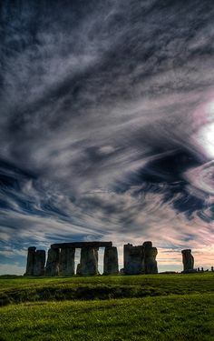 as the cosmos swirls: stonehenge antenna links to those that ley low