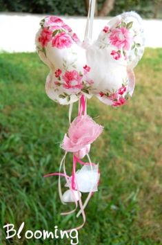 βαπτιση πεταλουδα Bloom, Butterfly, Christmas Ornaments, Holiday Decor, Creative Ideas, Diy, Home Decor, Blue Prints, Diy Creative Ideas
