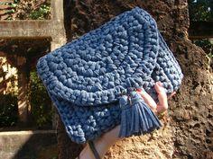 Maxicarteira de mão denim em crochê