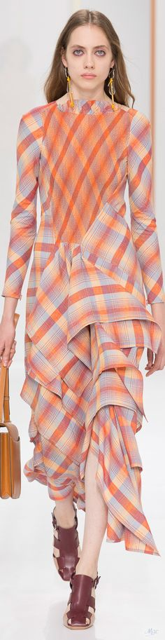Discover recipes, home ideas, style inspiration and other ideas to try. Only Fashion, Fashion Art, Spring Fashion, Womens Fashion, Fashion Trends, Tartan Fashion, Hermes, Schneider, Fashion Addict