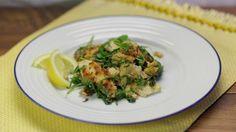 Ricetta Straccetti di pollo al limone con rucola: Gli straccetti di pollo al limone con rucola sono un modo molto semplice ma gustoso di preparare il petto di pollo. Un piatto perfetto per l'estate!