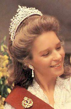 Queen Noor, Queen consort of King Hussein, wearing her Fringe Tiara (original form), Jordan (diamonds).