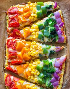 How fun does this rainbow pizza look! Kids will eat lots of yummy vegetables and have fun making this pizza with you. Rainbow Pizza, Rainbow Food, Rainbow Snacks, Rainbow Sweets, Rainbow Drinks, Kids Rainbow, Rainbow Parties, Eat The Rainbow, Baby Food Recipes