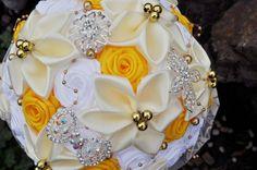 Svadobná látková kytica bielo-žltá