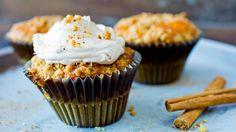 Eplemuffins med crumble og karamellkrem Norwegian Food, Norwegian Recipes, Eat Dessert First, Something Sweet, Cake Recipes, Muffins, Cupcakes, Sweets, Baking