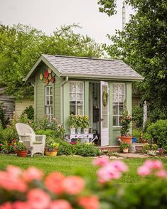 What a charming potting shed! Patty Wagner chose a Better Homes & Gardens plan for her shed design at her home in Ohio. We LOVE it! 😍