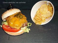 Cinco sentidos na cozinha: Hambúrguer de vaca com queijo cheddar e cogumelos