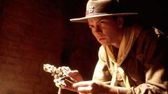Em início de carreira em Hollywood, River Phoenix morreu aos 23 anos após uma overdose de cocaína e heroína. (Foto: reprodução)