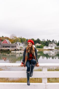 A Fall Getaway To Kennebunkport & Cape Porpoise, Maine - Gal Meets Glam Casual Winter Outfits, Preppy Outfits, Preppy Style, Fall Outfits, Cute Outfits, Outfit Winter, Hunter Boots Outfit, Outfit Invierno, Fashion Clothes