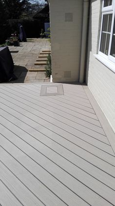 VertiGrain 2 Grey decking boards from TimberTech. Grey composite decking for contemporary gardens – order a FREE sample now! Grey Gardens, Composite Decking, Modern Buildings, Real Wood, Composition, Outdoor Decor, Composite Cladding, Being A Writer