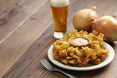 Préparez-vous pour le match avec cette délicieuse entrée d'oignons fleuris comme dans les meilleurs bars sportifs! Bon appétit :)