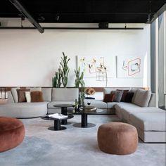 De loungebank / plofbank Avelino is een maatwerk bank met een hoge kwaliteit, die je in iedere gewenste opstelling neer kunt zetten. Hij heeft een strakke en moderne uitstraling.  Met alle losse elementen kunt u eindeloos combineren, ook verschillende kleur variaties is mogelijk.  De elementen zijn met een kliksysteem aan elkaar te bevestigen. Lounge, Salons, Conference Room, Flat Screen, Couch, Living Room, Table, Furniture, Home Decor