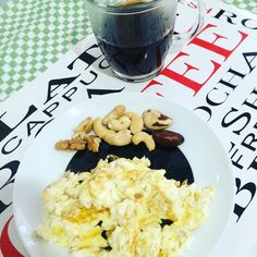 Diaaaaaaa!!!! GemaClarasOleaginosasCafé! #LCHF  Uma semana iluminada para todos nós! #Nutrition #NutriGabiForte #FortePerformance #healthy #Health #saude #diet #dieta #lowCarb #HighFat #nutritionist #meal #SecondMeal #sportnutrition #BeStrong #love #live #LifeStyle by gabrielaforte