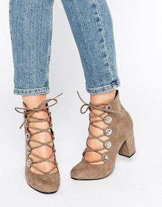 Bureau | Office - Mission - Chaussures lacées à talons mi-hauts et œillets chez ASOS
