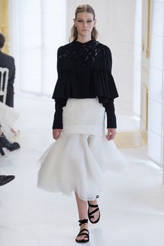 Christian Dior / Haute Couture Autumn Winter by Vogue UK Dior Haute Couture, Couture Christian Dior, Style Couture, Christian Siriano, Christian Lacroix, Couture Fashion, Dior Fashion, Fashion Week, Love Fashion