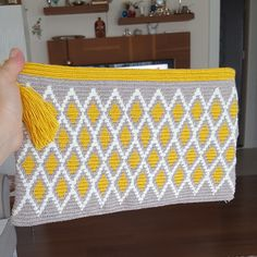 Best 12 Tapestry clutch … I wanted to make the complete Rhombus so it came out grand – SkillOfKing. Crochet Clutch Bags, Crochet Wallet, Crochet Tote, Crochet Quilt, Crochet Purses, Crochet Crafts, Crochet Yarn, Tapestry Crochet Patterns, Knitting Paterns