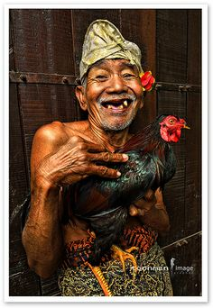 Old Man and his Fighting Cock. Kept as a pet, as Cock fighting is deemed illegal now in Bali. We Are The World, People Around The World, Happy Old Man, Indonesian Art, Old Faces, Tribal People, Smiles And Laughs, Interesting Faces, Old Men