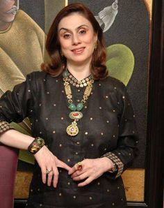 India Jewelry, Gems Jewelry, Tribal Jewelry, Indian Jewellery Design, Jewelry Design, Pearl Necklace Designs, Dress Neck Designs, Neck Piece, Stylish Jewelry