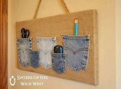 Denim Pocket Organizer I have a few burlap canvas to put blue jean pockets on. Sewing Crafts, Sewing Projects, Ideas Prácticas, Ideas Party, Jean Crafts, Denim Ideas, Pocket Organizer, Laundry Organizer, Diy Organizer