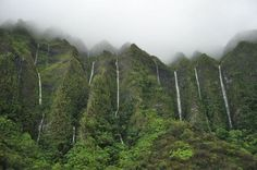 Land of a thousand waterfalls, Ko'olau Waterfalls in Oahu Island, Hawaii (via www.packyandsteph.com).