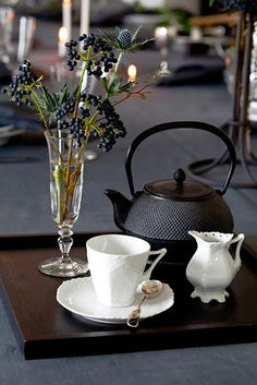 Vist i Bo Bedre Norge. Charlotte, Classy Christmas, Royal Copenhagen, My Cup Of Tea, Deco Table, V60 Coffee, Fine China, Christmas Inspiration, Morning Coffee