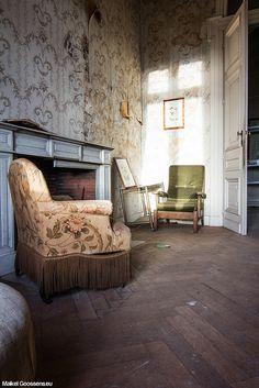 Sitting room in the abandoned Château de la Forêt.