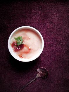 苺のブランマンジェ (ヴィーガン)   葛粉と寒天の豆乳プリン(id:4647846)のアレンジ。ほっとするような優しい苺ミルク味です。乳卵砂糖不使用。