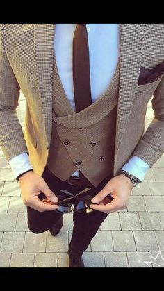 Mens Fashion – Designer Fashion Tips Gentleman Mode, Gentleman Style, Rugged Style, Wedding Dress Men, Wedding Suits, Mens Fashion Suits, Mens Suits, Blazer Outfits Men, Designer Suits For Men