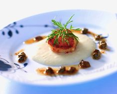 An elegant recipe, well suited as a fancy appetizer at your next dinner party. Scallops with sunchoke and capers sauce.