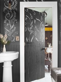 How to use chalkboard paint to add instant architecture.