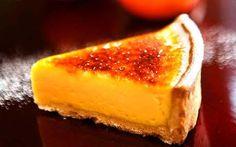 Glazed mandarin tart with bruleed crust Mandarin Cake, Creative Desserts, Just Desserts, Delicious Desserts, Tart Recipes, Sweets Recipes, Satsuma Recipes, Mandarine Recipes, Cake Recipes