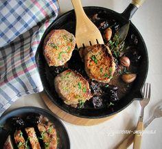 Удивительно, эту свинину едят даже те, кто ранее не переносил чернослив в блюдах. И действительно, свинина с черносливом и красным вином – это невероятно вкусно! Но на то это и классика французской кухни. Пошаговый рецепт с фото.